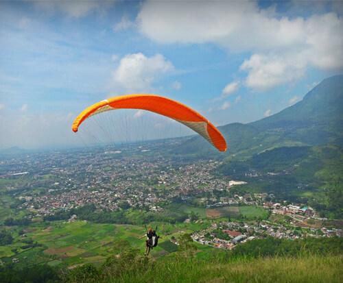 Sensasi melayang diudara di Gunung Banyak • Ongis Travel